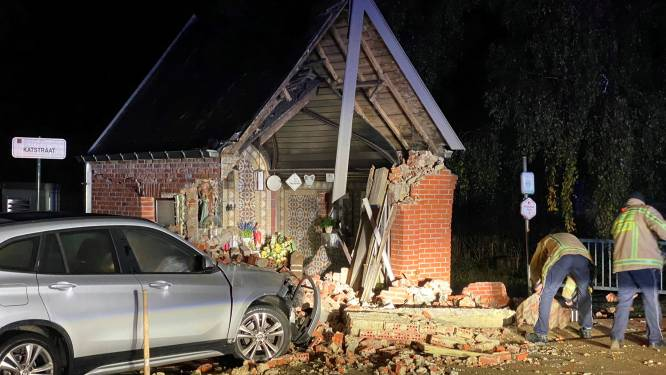 Drie maanden rijverbod voor dronken jongeman die Sint-Annakapel in vernieling reed