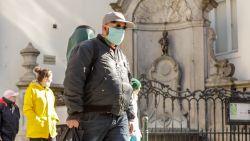 Waarom onze overheid al weken zegt dat we niet massaal mondmaskers moeten dragen