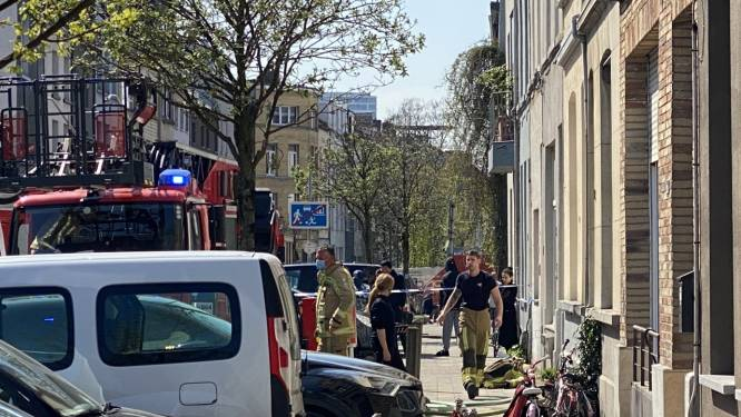 Brandweer krijgt dakbrand in wijk Den Dam snel onder controle, tien mensen ter controle naar het ziekenhuis