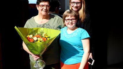 Magda als eerste 'Verdienstelijke Ninovieter' tijdens coronacrisis in de bloemetjes gezet