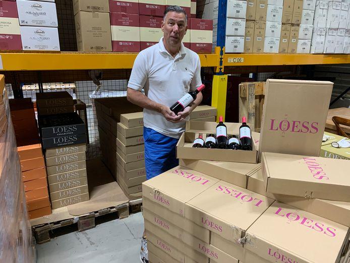 Peter van Hees van wijnbar en wijnshop Vino D'Amigo in Oud-Beijerland heeft zijn eigen wijn ontwikkeld, een collector's item.