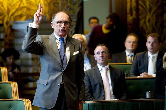 De burgermeester van Apeldoorn, Fred de Graaf legt de eed af in de Eerste Kamer en treedt toe tot de Senaat. Foto archief 7 juni 2011, ANP/Robin Utrecht