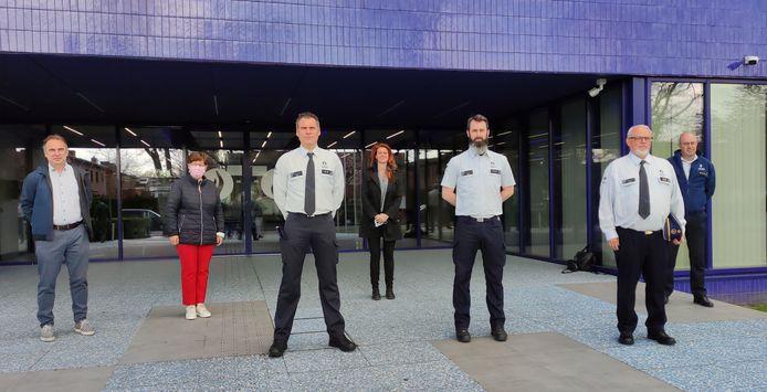 Twee inspecteurs en een commissaris die vrijdag de eed aflegden met de burgemeesters van Kortrijk, Kuurne, Lendelede en korpschef Filip Devriendt