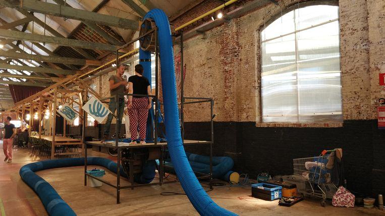 De 'ropes' van kunstenaar Ief Spincemaille klaar voor Blauwputplein.