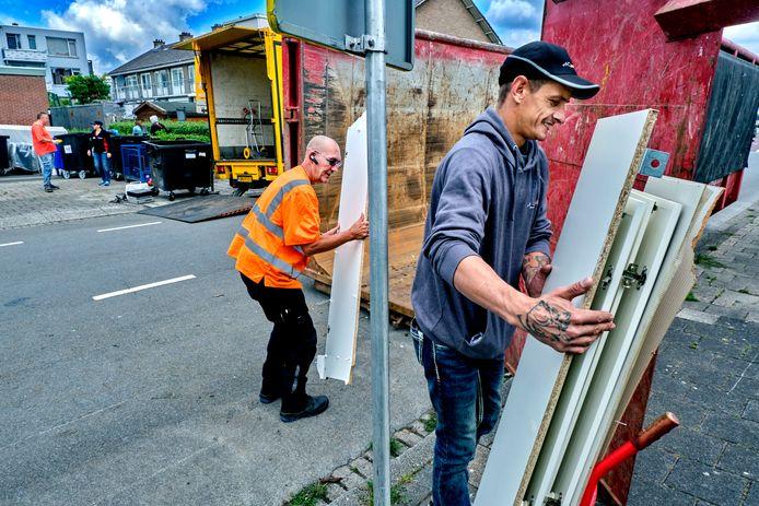 Wielwijkers kunnen hun rommel kwijt in een container in de wijk.