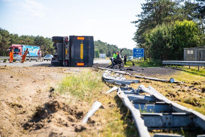 Ongeluk met een vrachtwagen op de A28 bij Hulshorst.