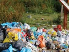 Vrijwilligers ruimen Waalstrandjes niet meer op, er ligt té veel troep