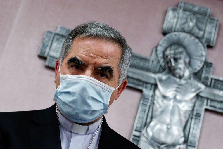 Kardinaal Giovanni Angelo Becciu neemt ontslag. Beeld REUTERS