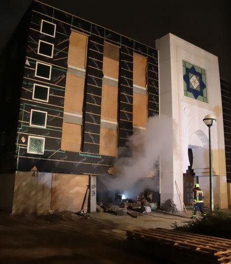 Johan stonk naar rook, maar ontkent dat hij moskee in brand stak: 'Ik heb niets tegen moslims'