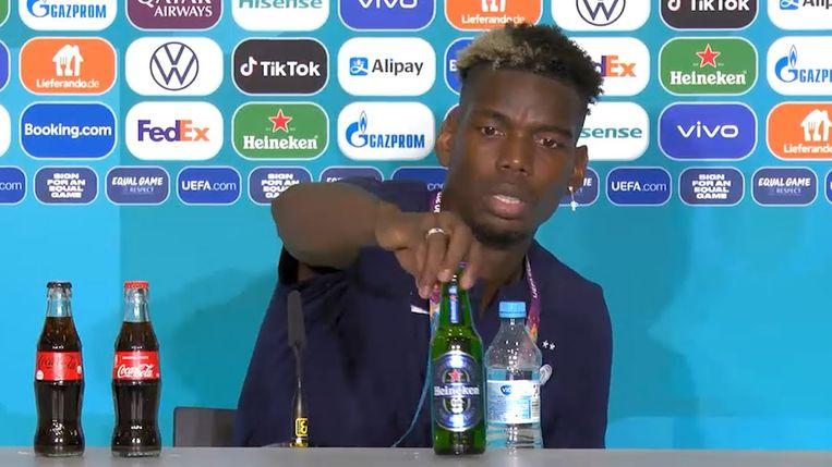 Paul Pogba schuift Heineken opzij. Beeld youtube