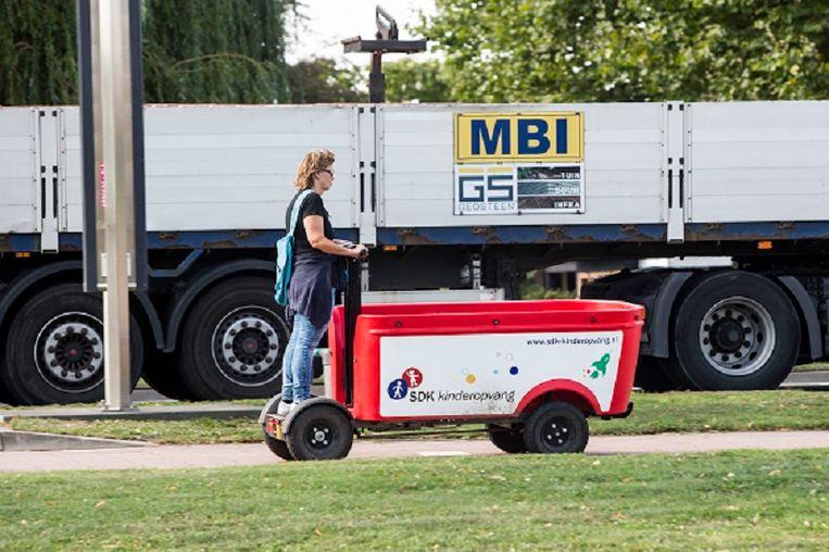 Een elektrische bolderkar van Stint. Beeld Foto Arie Kievit / de Volkskrant