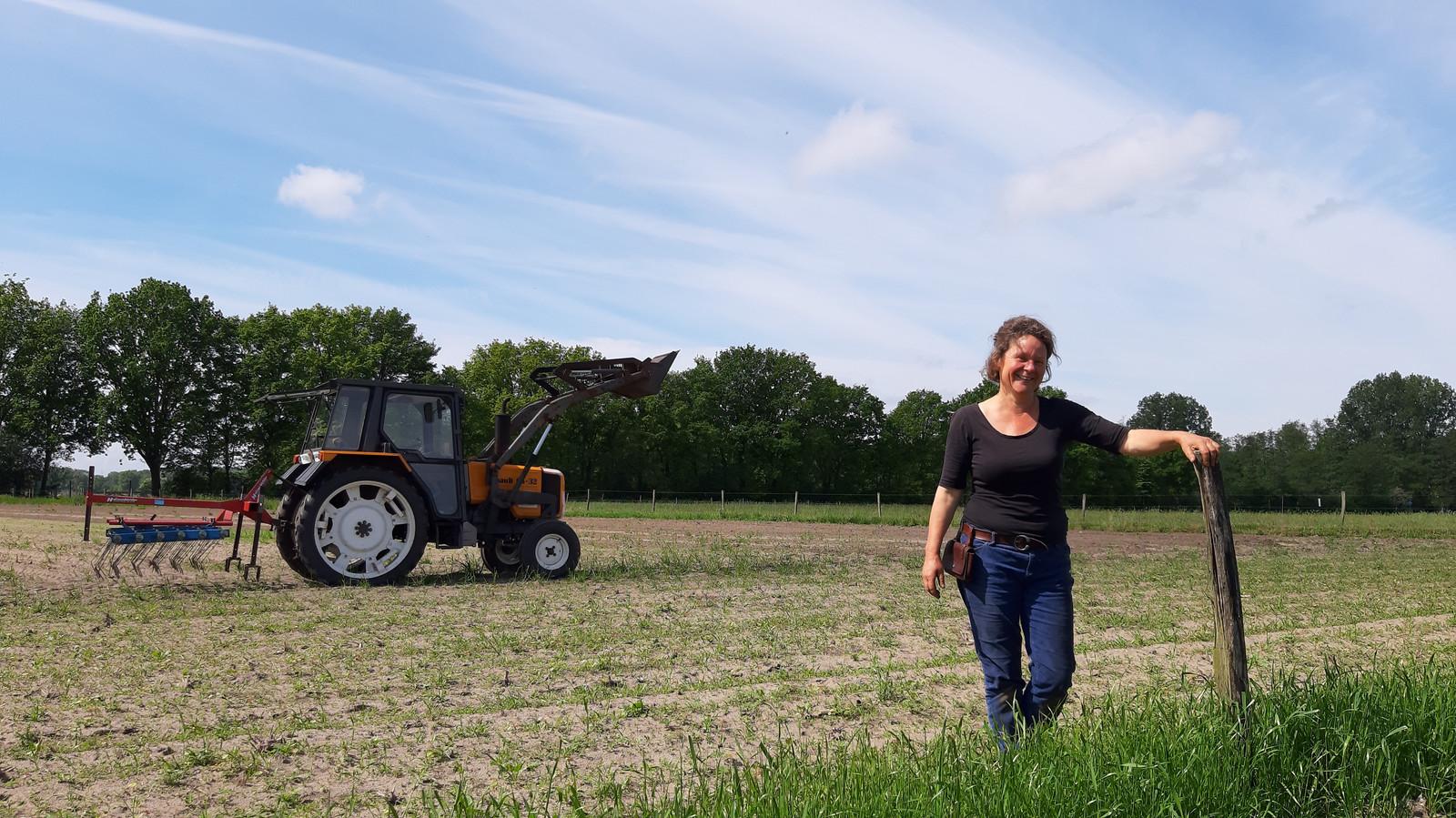 Veerle Bruning van Wortels in Breda op het uit te breiden gebied van de tuinderij in het Markdal.