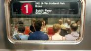 """New Yorkse metro: """"Stop met je verloren AirPods van de rails te halen''"""