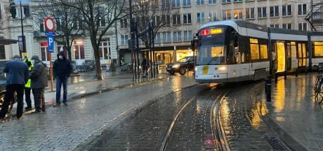 Verkeer in de knoop na aanrijding tussen tram en wagen op Kouter
