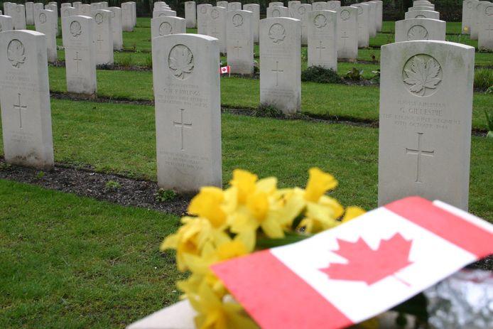 ADEGEM : Canadees kerkhof.