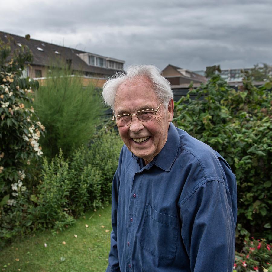 Coen Rikkert de Koe (88) hielp als dienstplichtig soldaat als zakkensjouwer na de watersnoodramp in 1953.