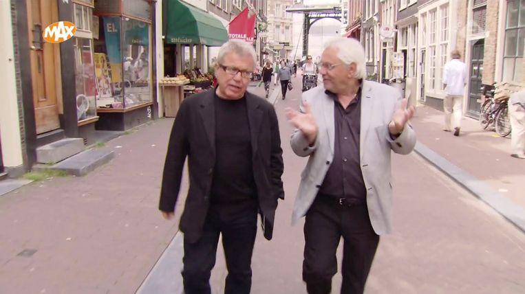 Daniel Libeskind en Jacques Grishaver lopen door Amsterdam. Beeld -
