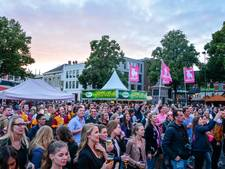 Studenten in Enschede sluiten de zomer af met Dave Roelvink