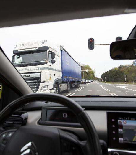 Henk rijdt zich vast op afgesloten A1: 'Balen, ik moet klussen in Overdinkel'