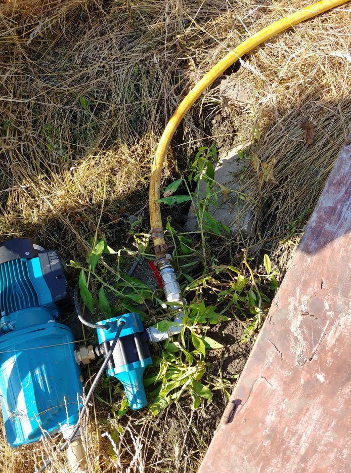 De pomp raakte ook beschadigd door het vandalisme.