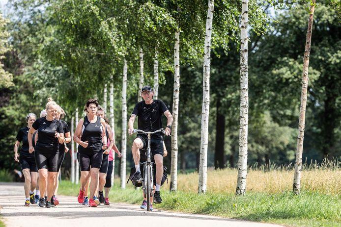 JV 23072021 Aalten Nl / Henk Mengers hardloper burn out , Henk op de fiets, je kunt niet de hele dag blijven hollen :) / Foto : Jan Ruland van den Brink