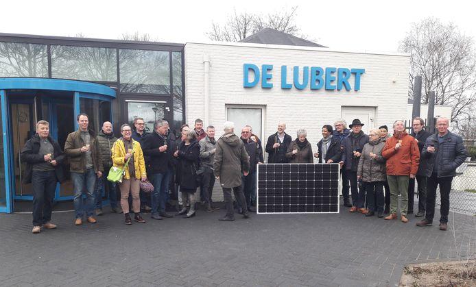 De opening werd verricht door de voorzitter van de energie coöperatie Energierijck mevrouw Caroline de Greeff. Zij was trots dat het eerste dak klaar is namens de coöperatie.