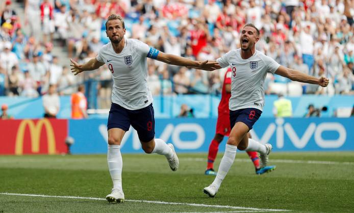 Harry Kane en Jordan Henderson juichen.