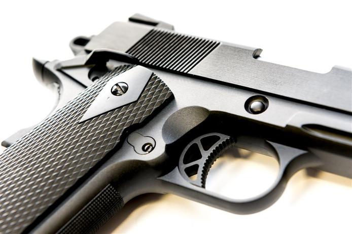 Een airsoft gun, een replica van een bestaande wapen, van de WE M1911. (Foto ter illustratie)