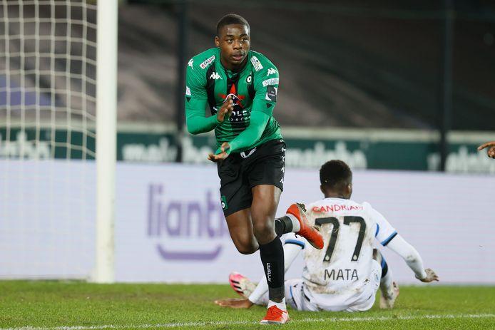 Anthony Musaba scoort als huurling voor Cercle Brugge in de derby met Club Brugge.