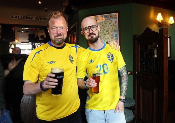 Mattias (links) en Marcus wonen in Den Haag en zijn fan van Zweden.