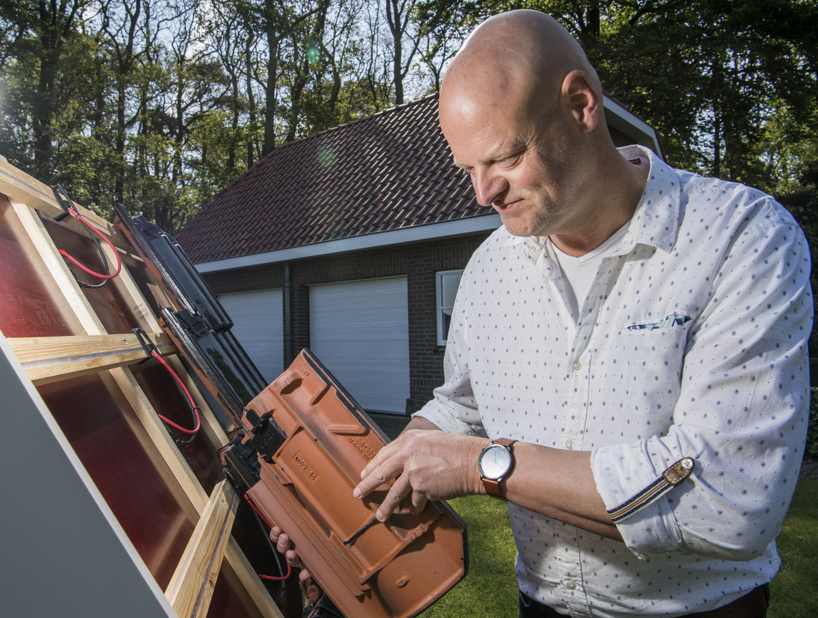 Geert Grimme bij zijn uitvinding.