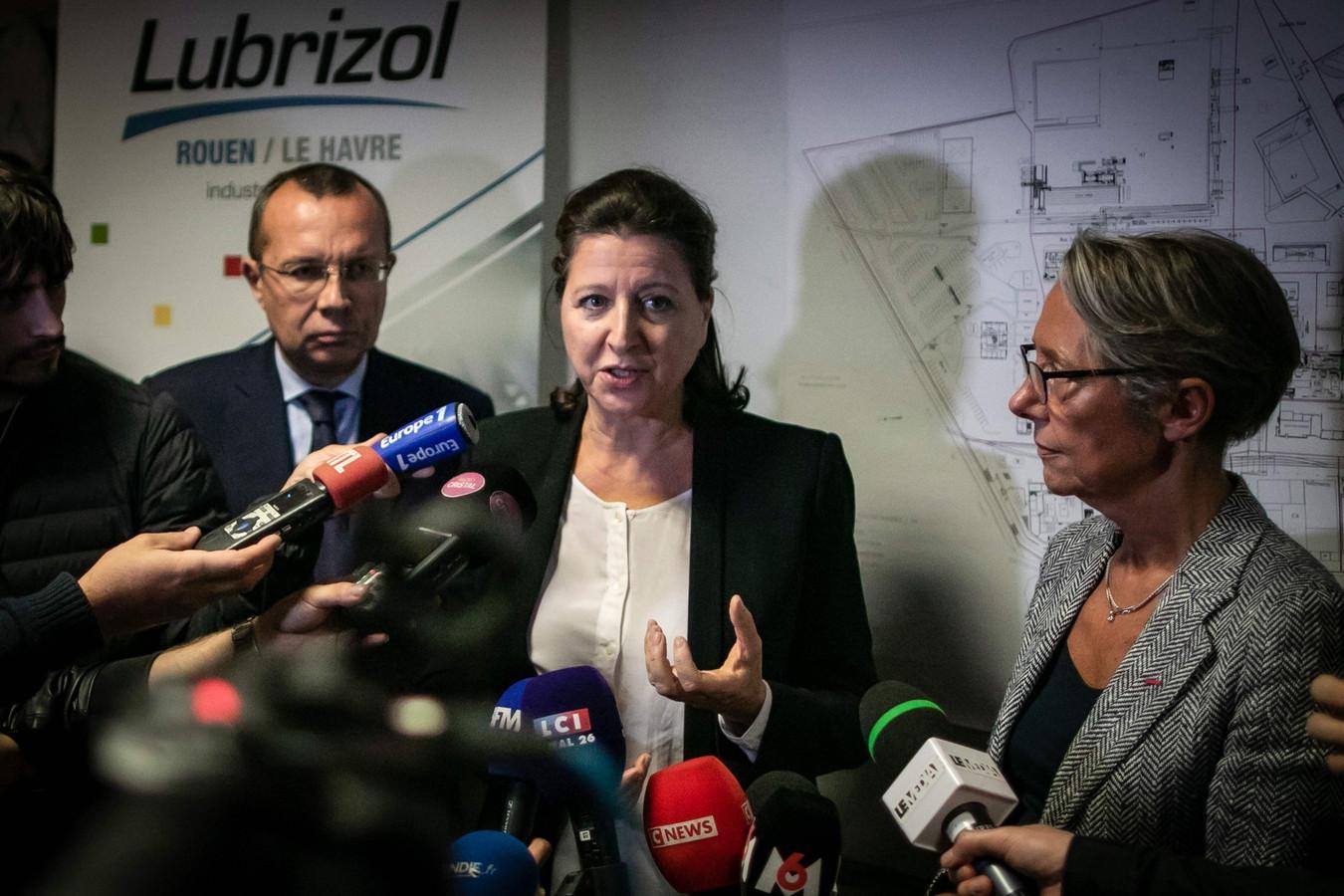 Agnes Buzyn (c), Elisabeth Borne (d) et  Pierre-Andre Durand (g) lors d'une conférence de presse à Rouen, le 27 septembre 2019.