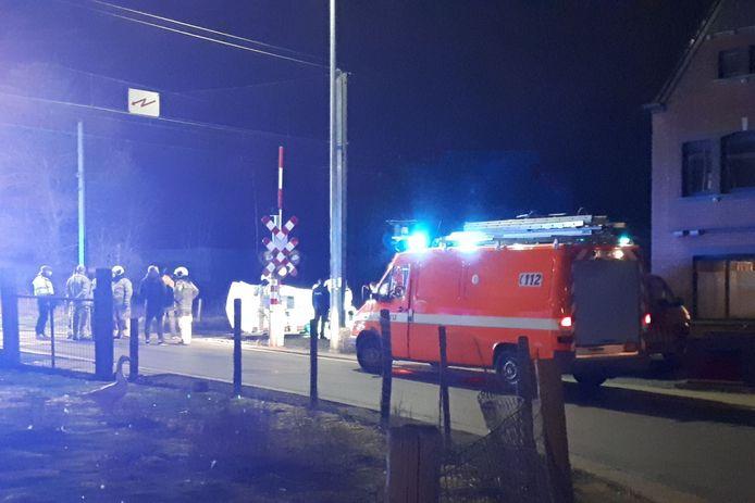 De aanrijding gebeurde aan de spooroverweg langs de Molendijk in Borsbeke.