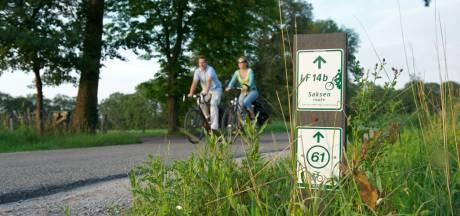 Fietsroutebordjesrel in Overijssel: ANWB beschuldigt provincie van vandalisme