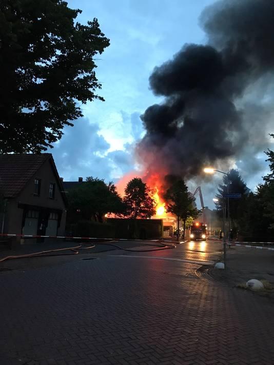 Het brandende café.