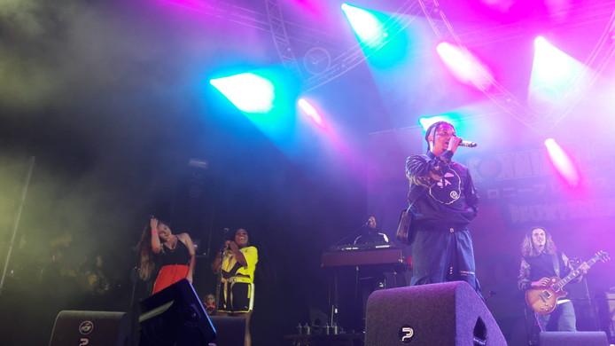 Ronnie Flex staat tijdens deze editie als afsluiter op de Go-Tan Stage.