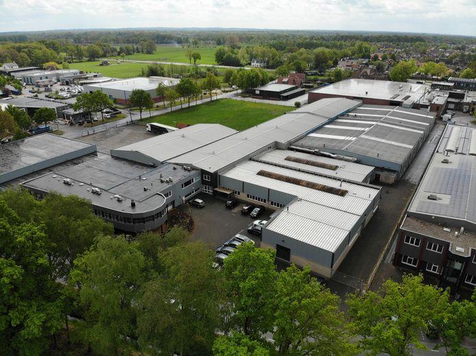 Tabaksfabriek Heupink & Bloemen aan De Mors in Ootmarsum, nog voordat een 15 meter hoge schoorsteen werd geplaatst om geuroverlast te voorkomen.