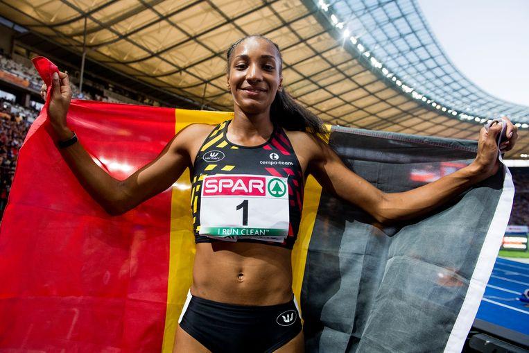 Europees kampioen 2018! Na de 800 meter in Berlijn weet Nafi Thiam dat ze goud heeft gewonnen op de zevenkamp. Beeld BELGA