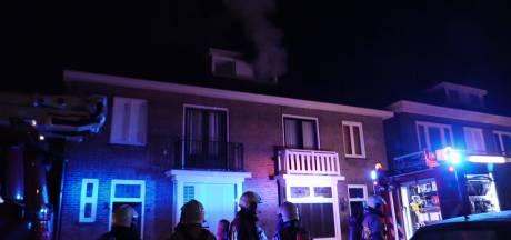 Uitslaande zolderbrand bij woning in Enschede onder controle