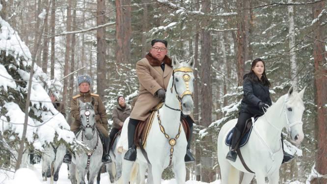 Na vijf maanden mysterie: vrouw van Kim Jong-Un duikt op aan zijde van dictator op mythische berg