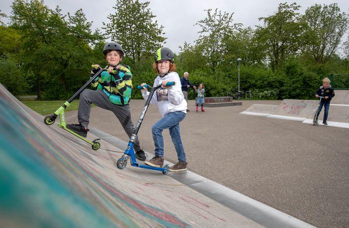 Mocne Hofhuis (rechts) en David Viguurs willen nieuwe skatebaan in park Noordwest.
