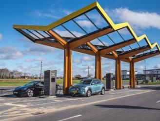 """Autobouwers: """"Meer snellaadstations nodig in Europa om lange wachtrijen te vermijden"""""""