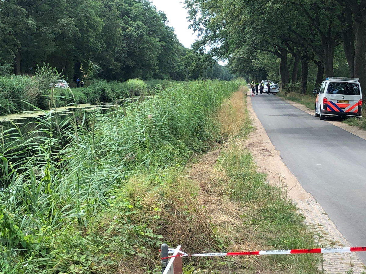In het Overijssels Kanaal bij Schalkhaar werd maandagochtend een lichaam gevonden. Uit politie-onderzoek blijkt dat het lichaam van een 36-jarige man uit Polen is. Een misdrijf is uitgesloten.