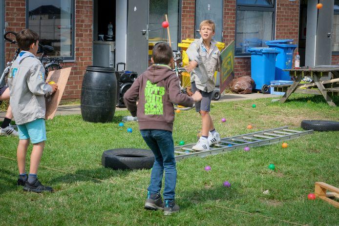 De scouts van Steenokkerzeel amuseert zich op hun eigen terrein.