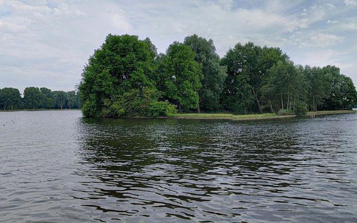 Een 5-jarig meisje is verdronken in de Sloterplas.