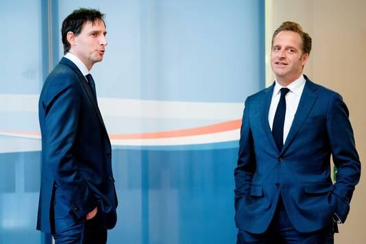 Minister Wopke Hoekstra van Financiën en minister Hugo de Jonge (Volksgezondheid) zijn in een race met elkaar om wie de nieuwe CDA-leider wordt.