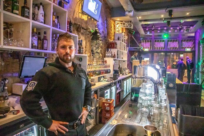 Bob Kooistra achter de bar van Bruut in 2018.