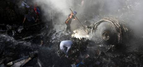 Crash à Karachi: au moins 97 morts