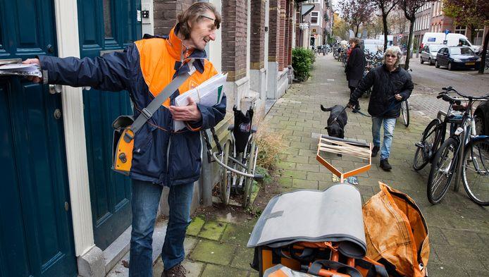 De postbodes kunnen tussen hun werk door andere taken verrichten of bijzondere dingen opmerken in de buurt