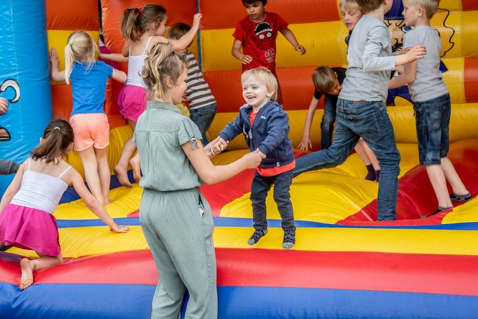 Op de speelplats van Freinetschool De Bonte Specht stond zelfs een springkasteel.
